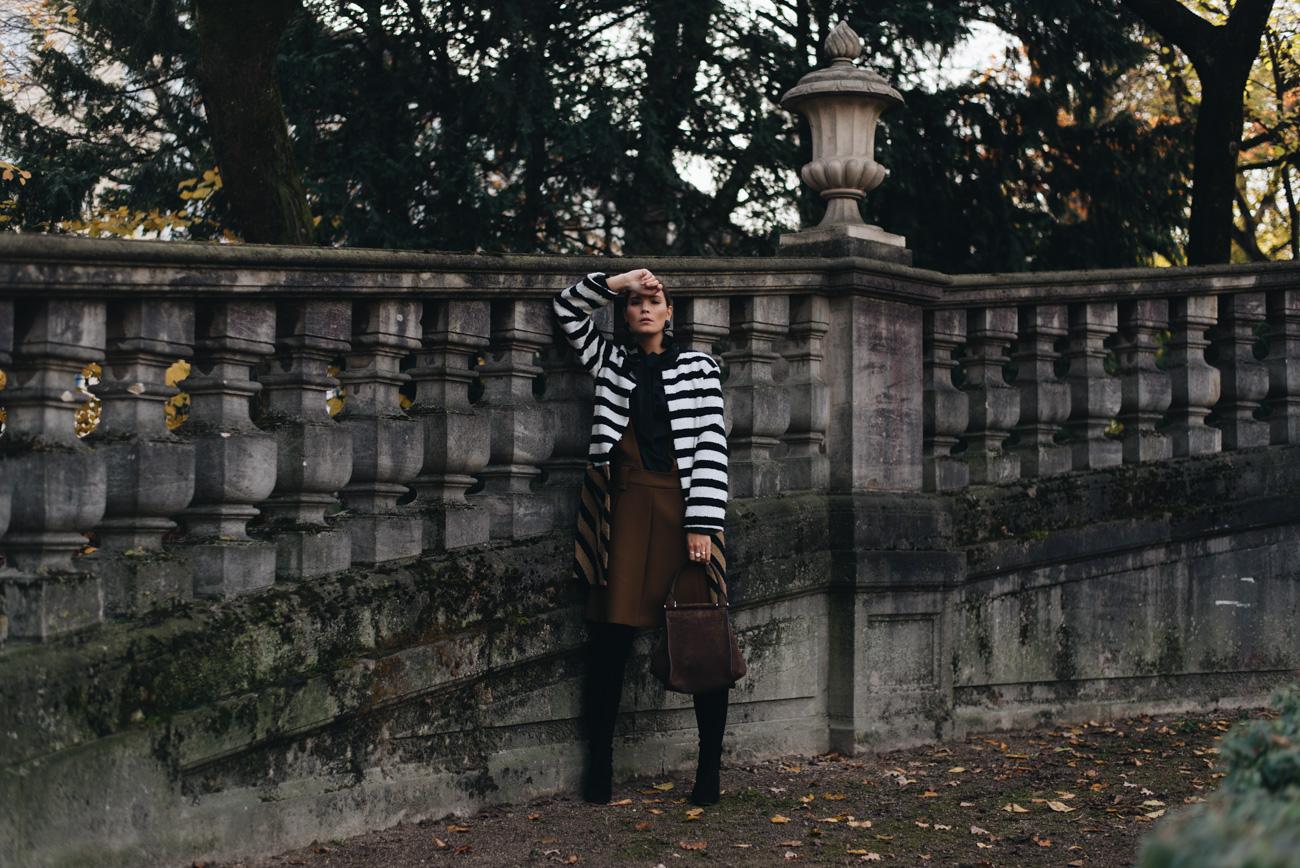 Warmer-gemütliche-Winter-Look-Mantel-Rock-im-winter-mit-Overknees-tragen-nina-schwichtenberg-fashion-bloggeirn-modebloggerin-deutschland-münchen-fashiioncarpet