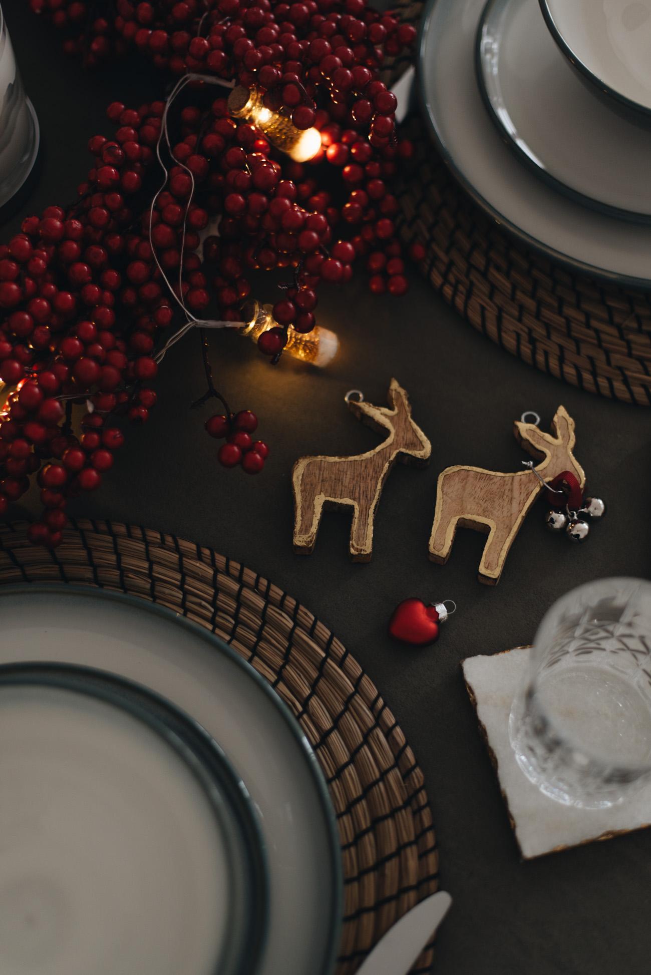 tischdeko-weihnachten-selber-machen-kranz-rot-ideen-nina-schwichtenberg-fashiioncarpet