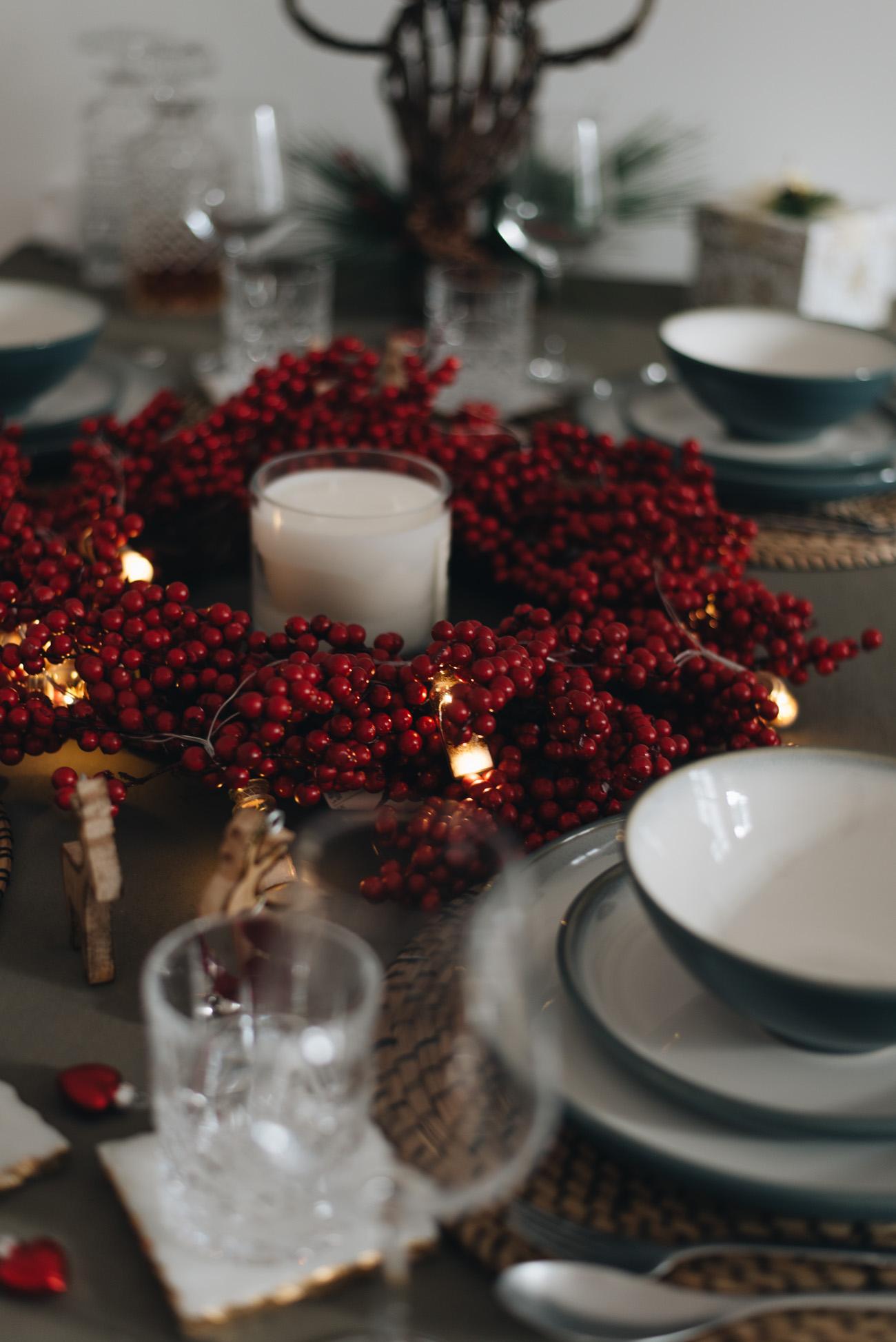 anleitung weihnachtliche tischdeko modern und festliche. Black Bedroom Furniture Sets. Home Design Ideas