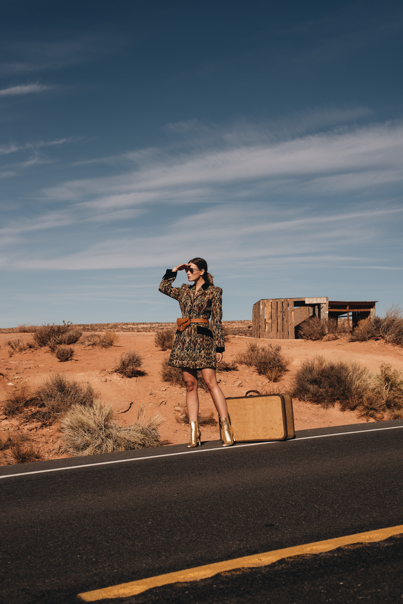 Highway-Luxus-Fotoshooting-Mode-Foto-shooting-wüste-monument-valley-kalifornien-outdoor-fashion-editorial-shooting-mode-bloggerin-fashionbloggerin-fashiioncarpet-nina-schwichtenberg
