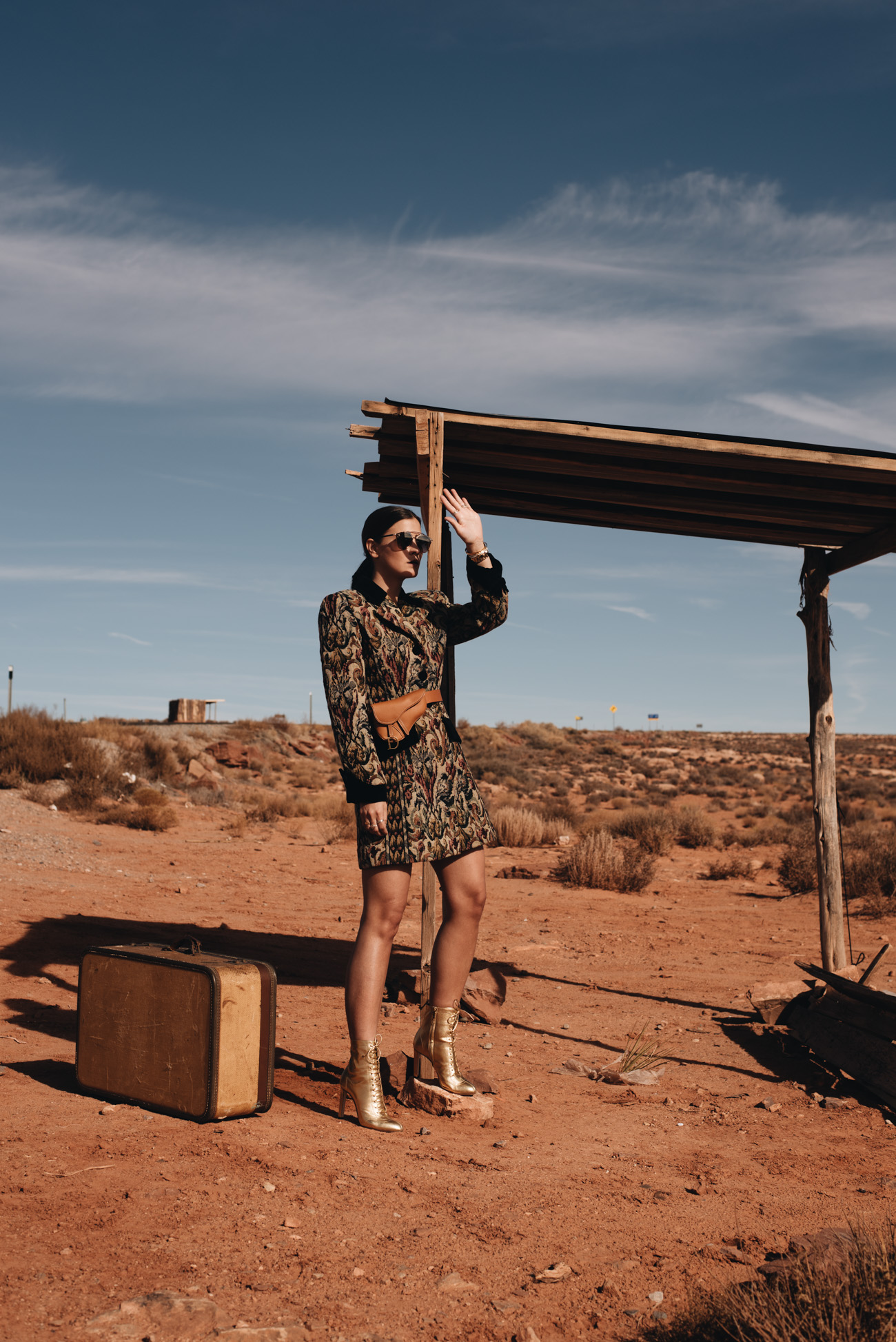 Monument-Valley-Fashion-Shooting-Editorial-Road-Trip-Highway-Mode-bloggerin-fashionblogger-Nina-schwichtenberg-fashiioncarpet