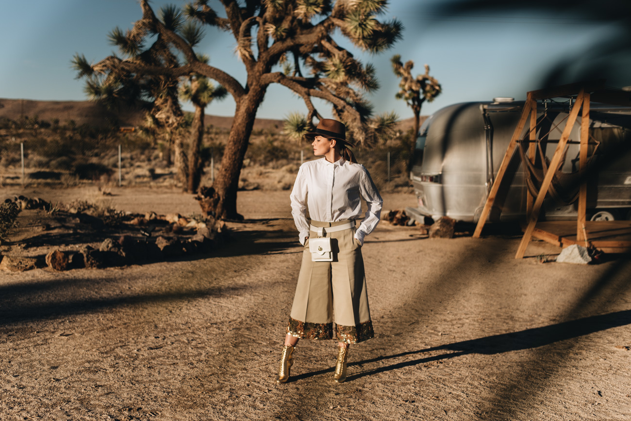 Fashion-Foto-Shooting-Wüste-Palmen-Kalifornien-Joshua-Tree-Park-Acres-nina-schwichtenberg-fashiioncarpet-modebloggerin-deutschland-münchen