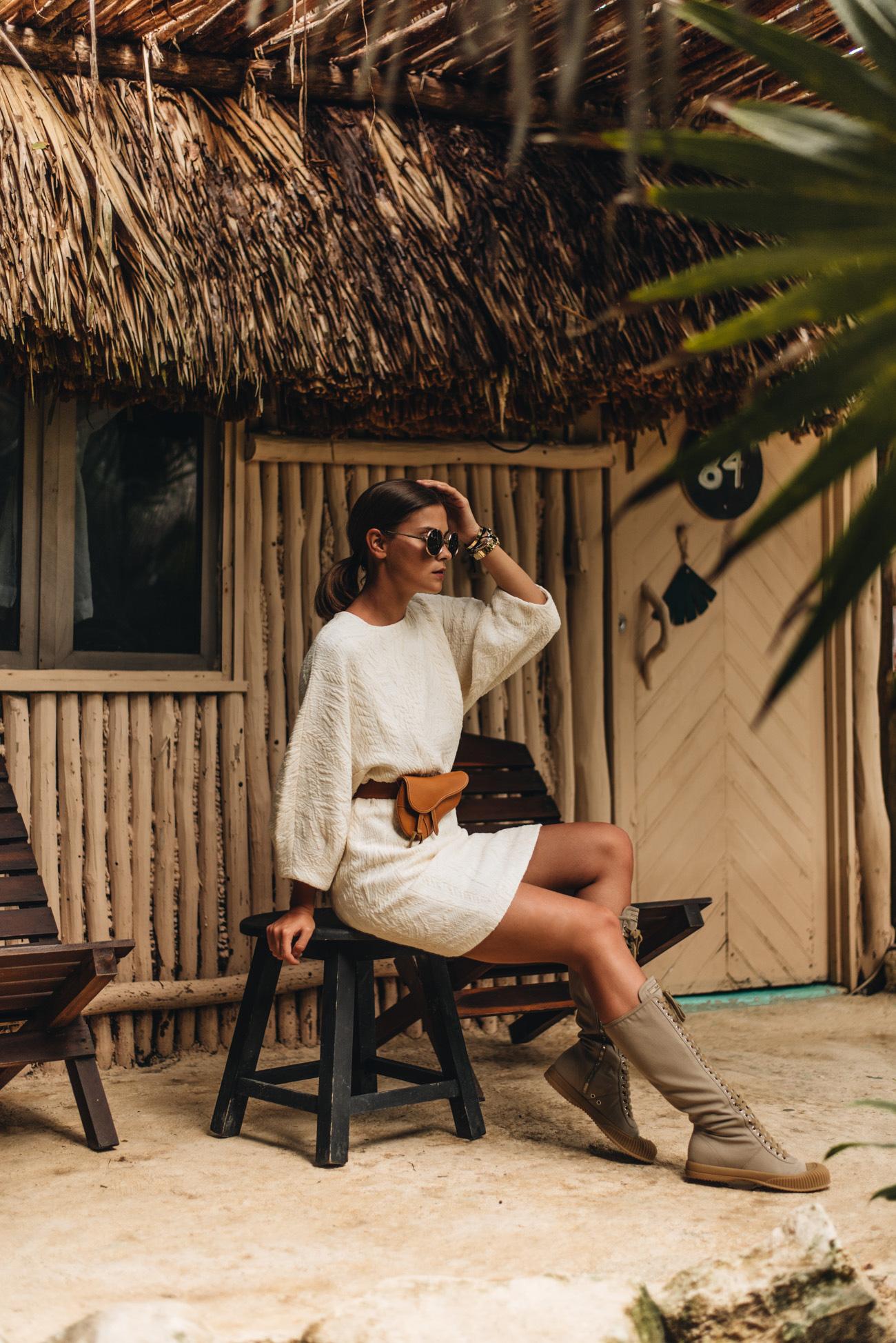 Weißes-sommerkleid-mit-weiten-ärmeln-tulum-palmen-dschungel-foto-shooting-fashiioncarpet-nina-schwichtenberg