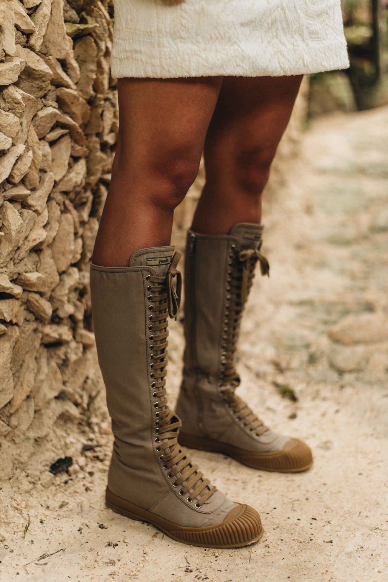Fashion-editorial-shooting-Mode-Blogger-Fotoshooting-outdoor-tulum-dschungel-palmen-fashiioncarpet-nina-schwichtenberg