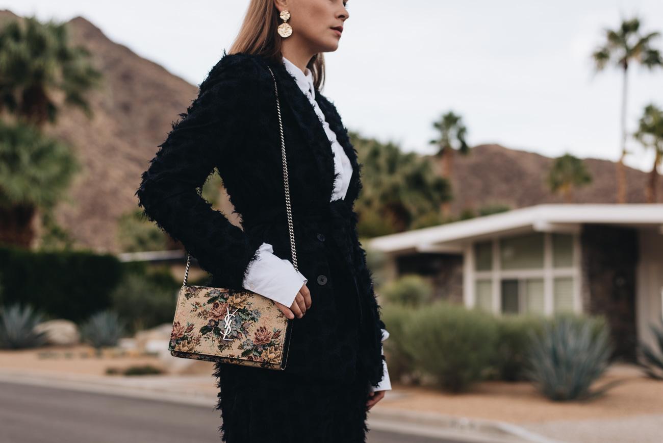 Fashion-Editorial-Foto-Shooting-Palm-Springs-bungalow-haus-location-nina-schwichtenberg-mode-bloggerin-fashionbloggerin-fashiioncarpet