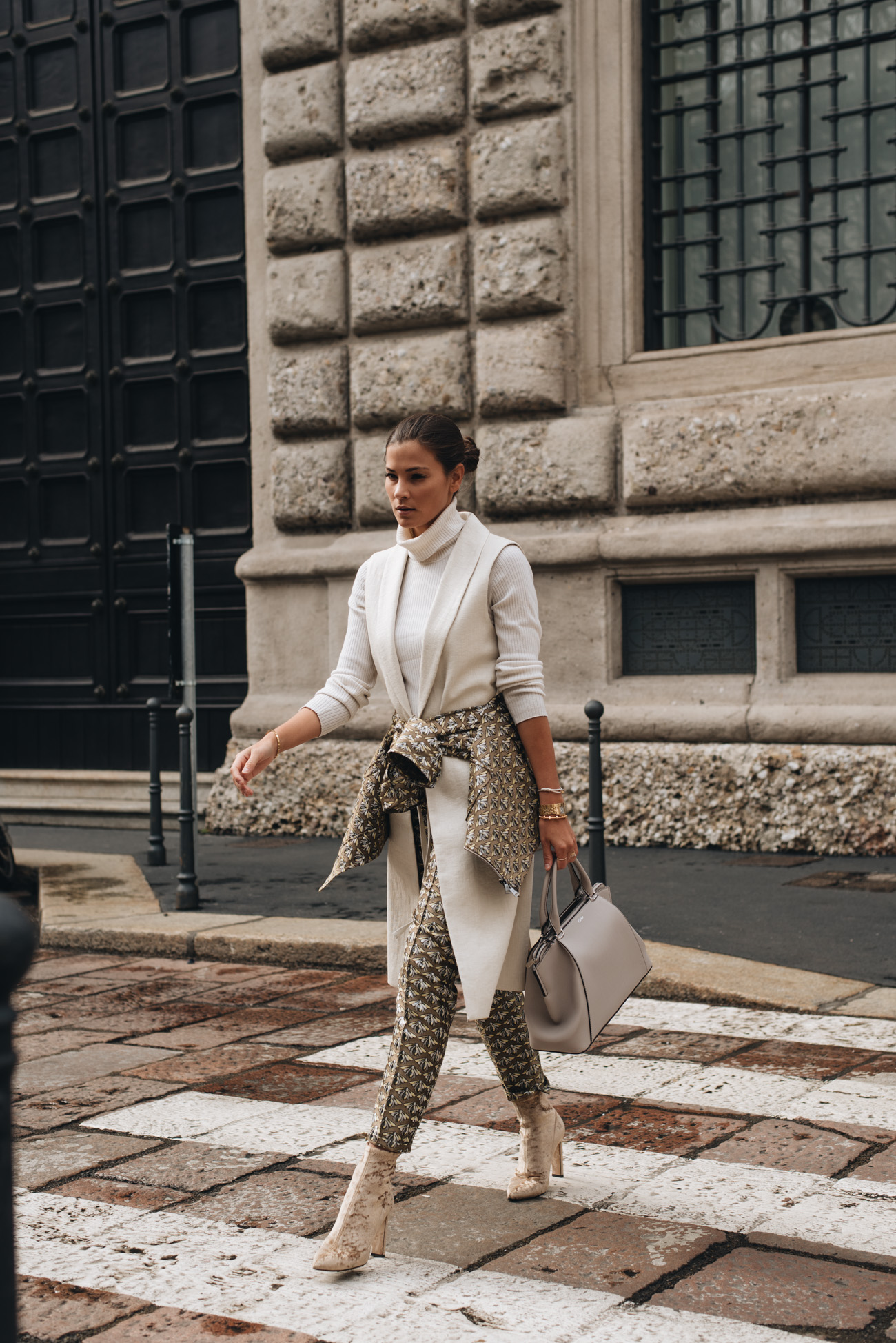 mode-bloggerin-nina-schwichtenberg-streetstyle-frühjahr-accessoire-trends-2018-Schmuck-handtaschen-fashiioncarpet
