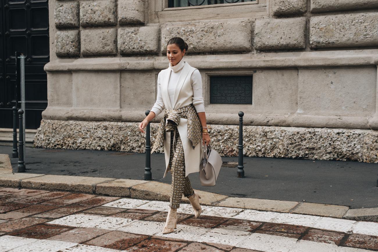 mode-bloggerin-nina-schwichtenberg-streetstyle-mailand-frühjahr-accessoire-trends-2018-Schmuck-handtaschen-fashiioncarpet