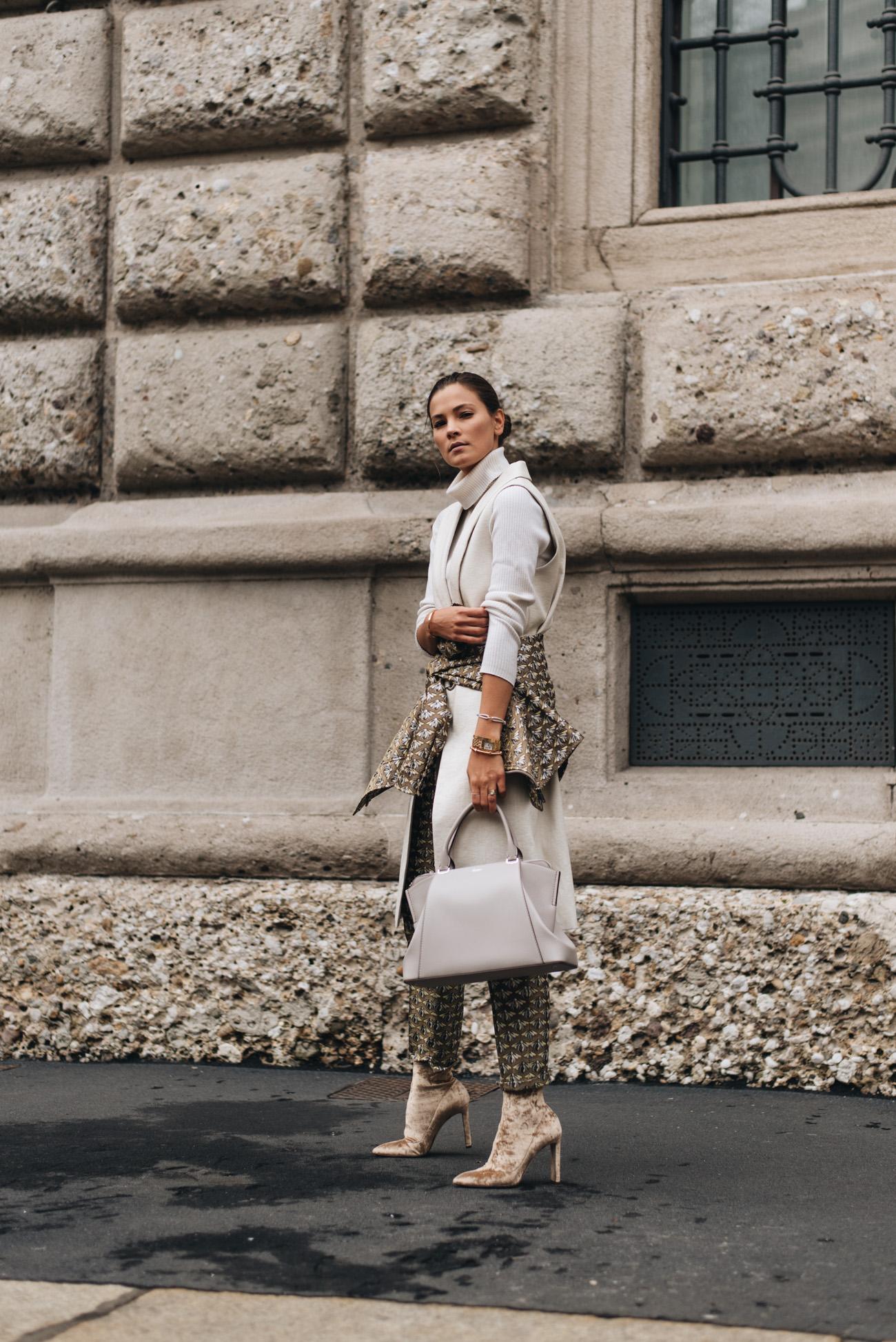 Hosenanzug-Muster-Zweiteiler-im-Alltag-tragen-nina-schwichtenberg-fashiioncarpet