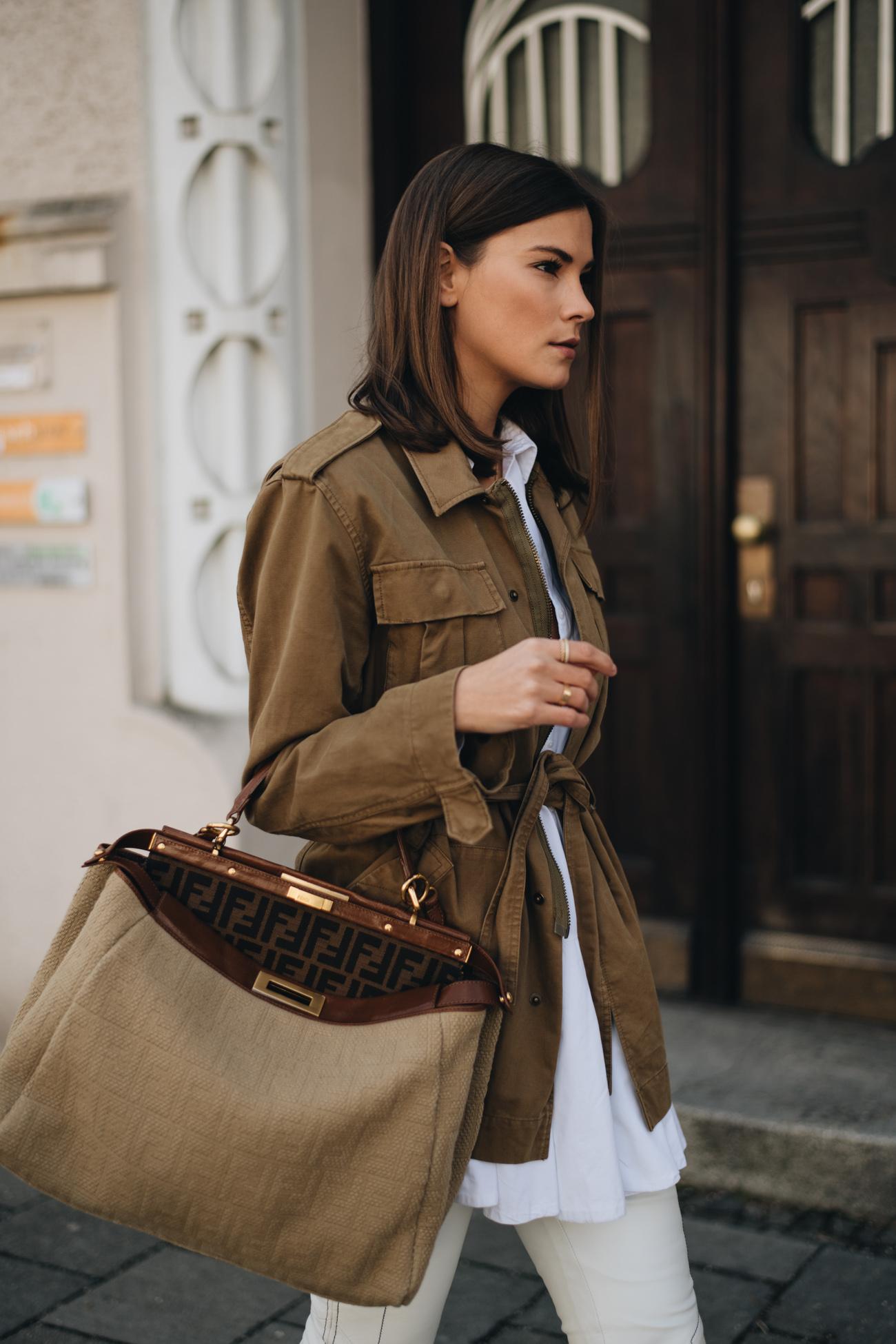 Fashion Influencer Nina Schwichtenberg trägt eine Fendi Peekaboo Handtasche mit Lucca Logo