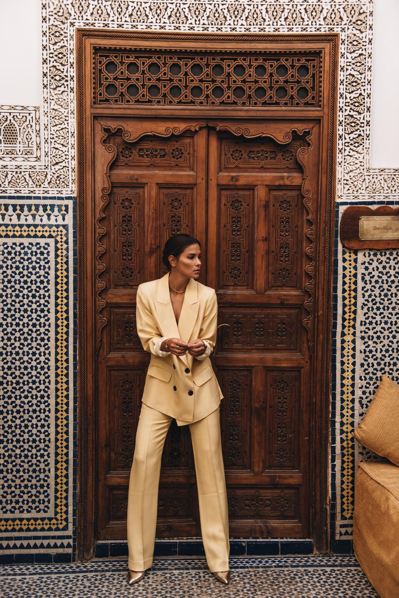 Hosenanzug-Gelb-Business-Zweiteiler-im-Alltag-tragen-nina-schwichtenberg-fashiioncarpet