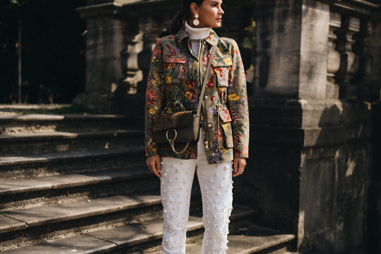 Sommer Outfit mit Jeans und Kurzparka