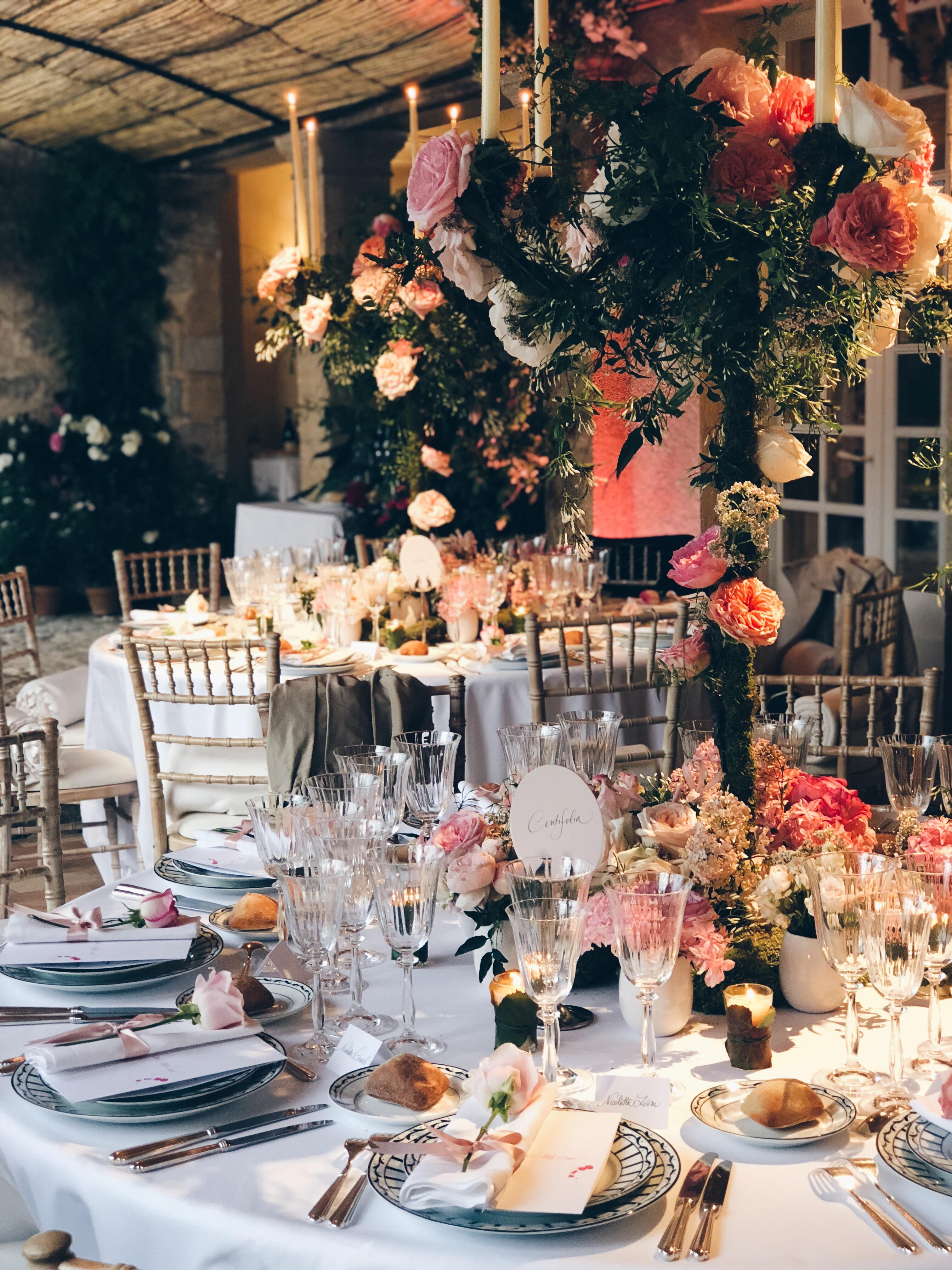 Dior Dinner mit Blumen Deko