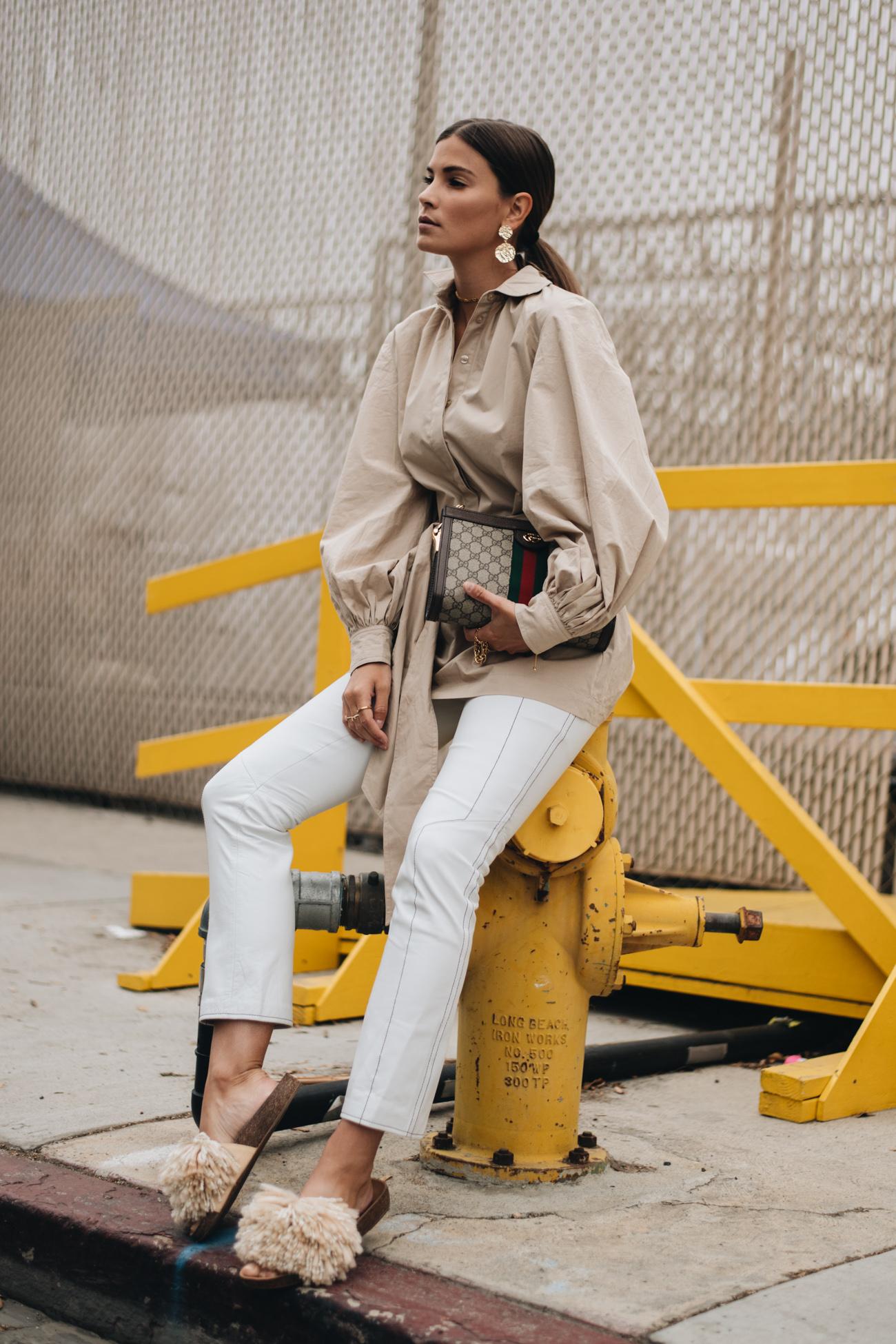 weiße Lederhose tragen