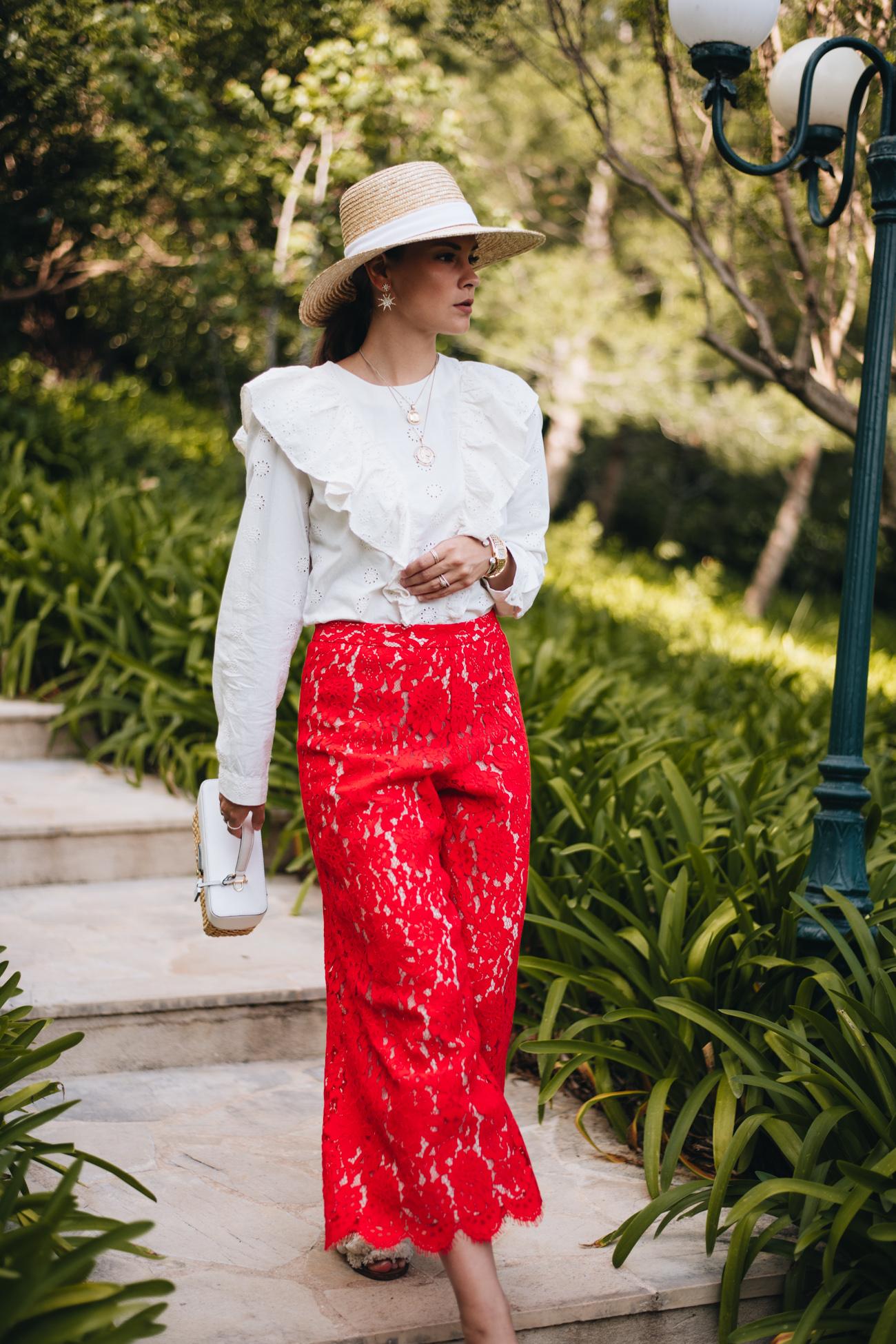 rote Culotte Hose aus Spitze
