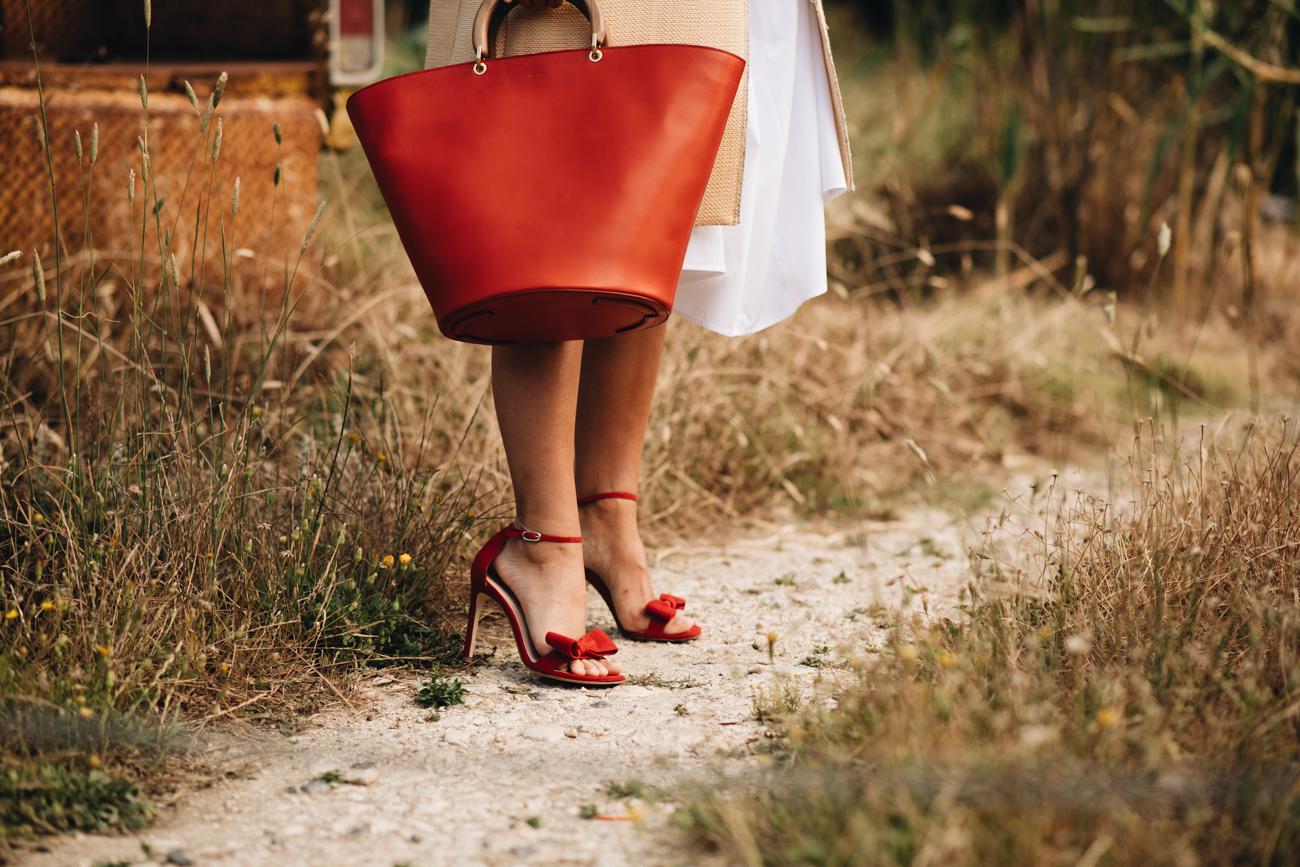 rote Schleifen Sandalen