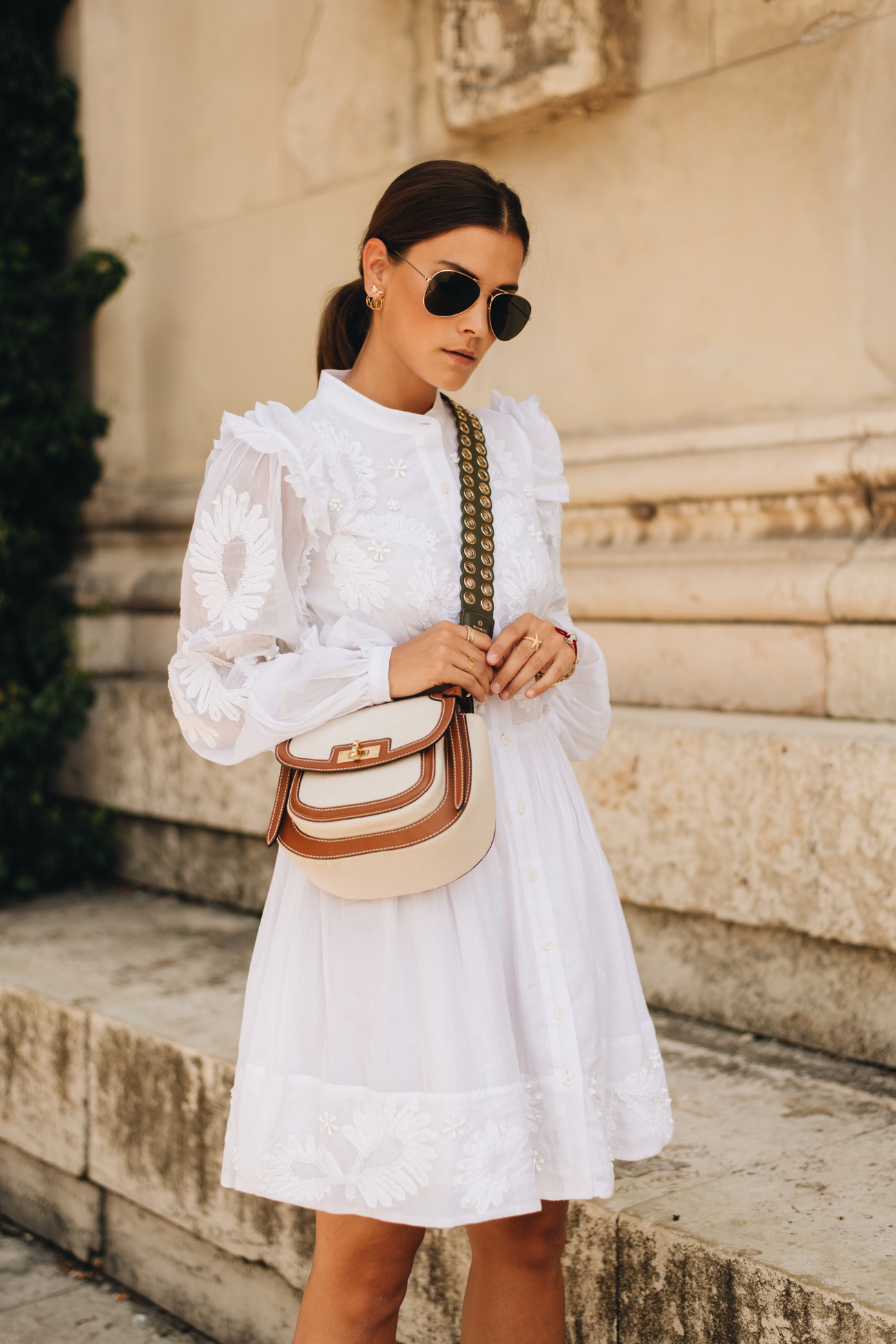Hemdkleid aus Baumwolle mit Stickereien