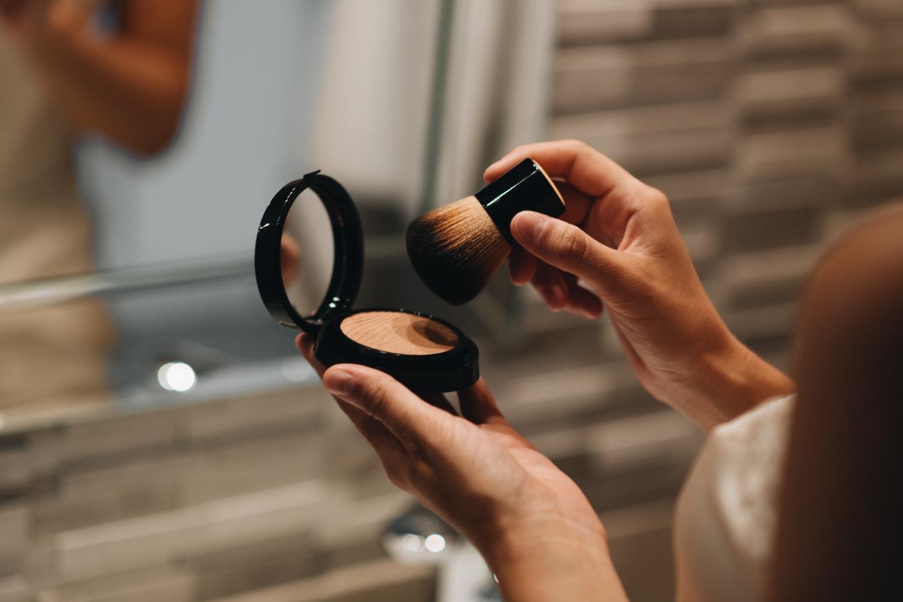 Puder für natürlichen Make-Up Look