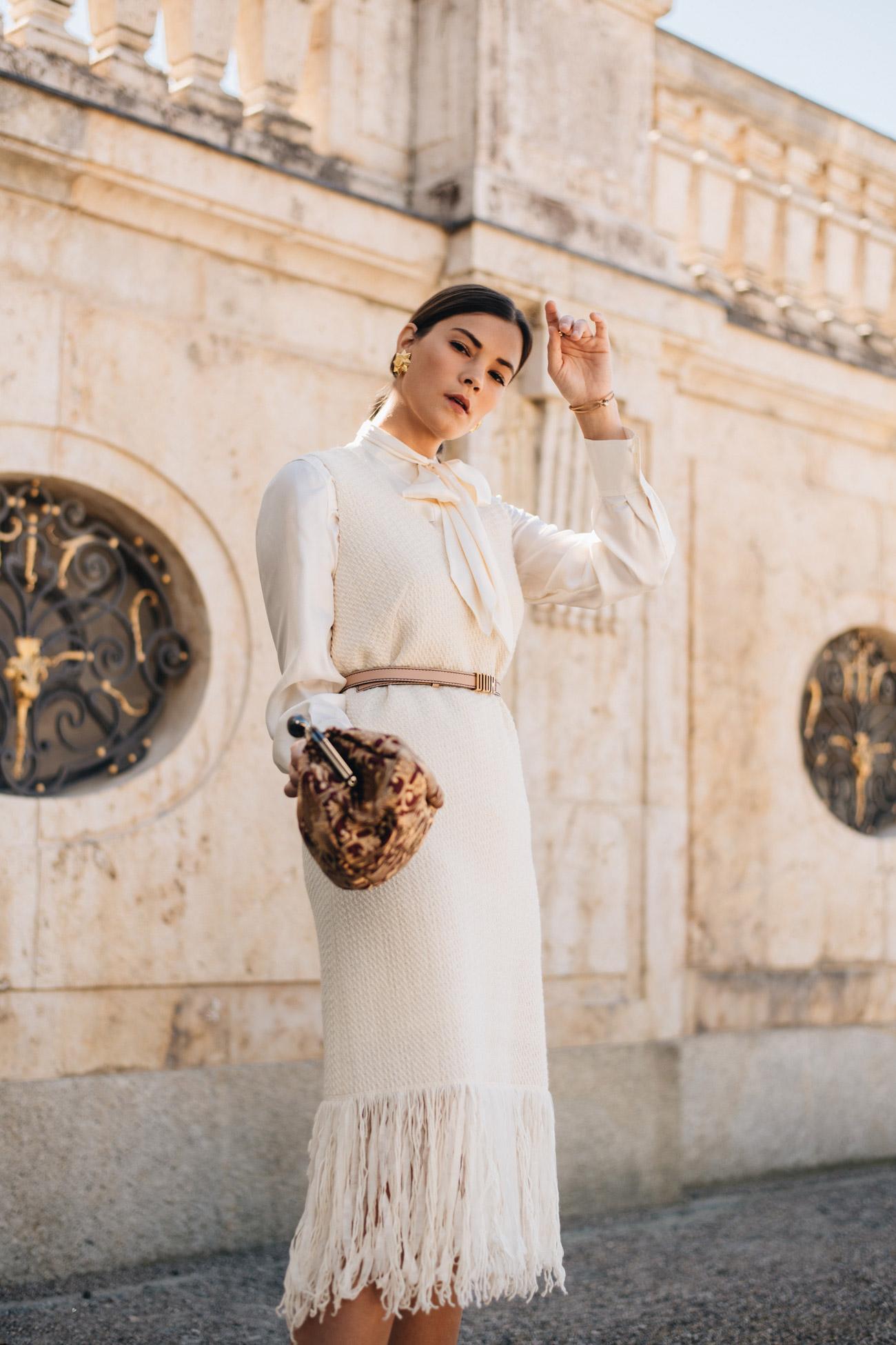 Kleid mit Schluppenbluse