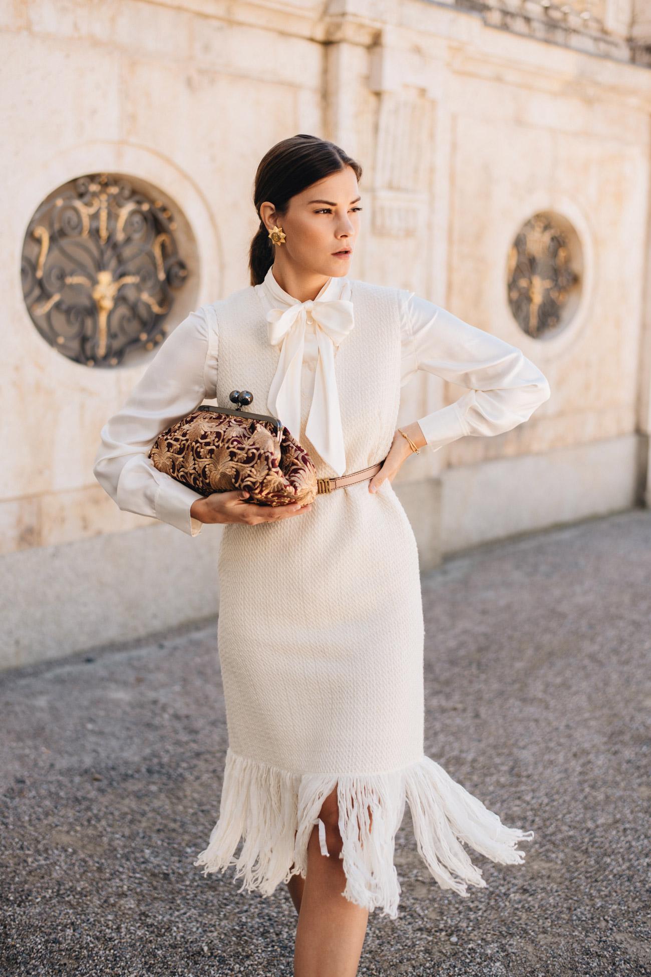 Schluppenbluse zum Kleid tragen