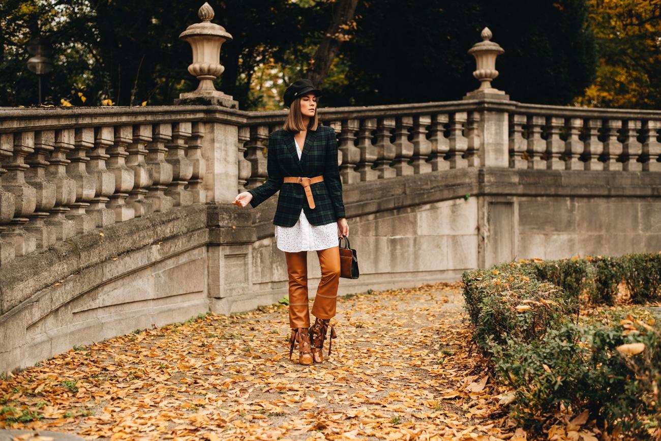 Layering Outfit mit Blazer und Bluse