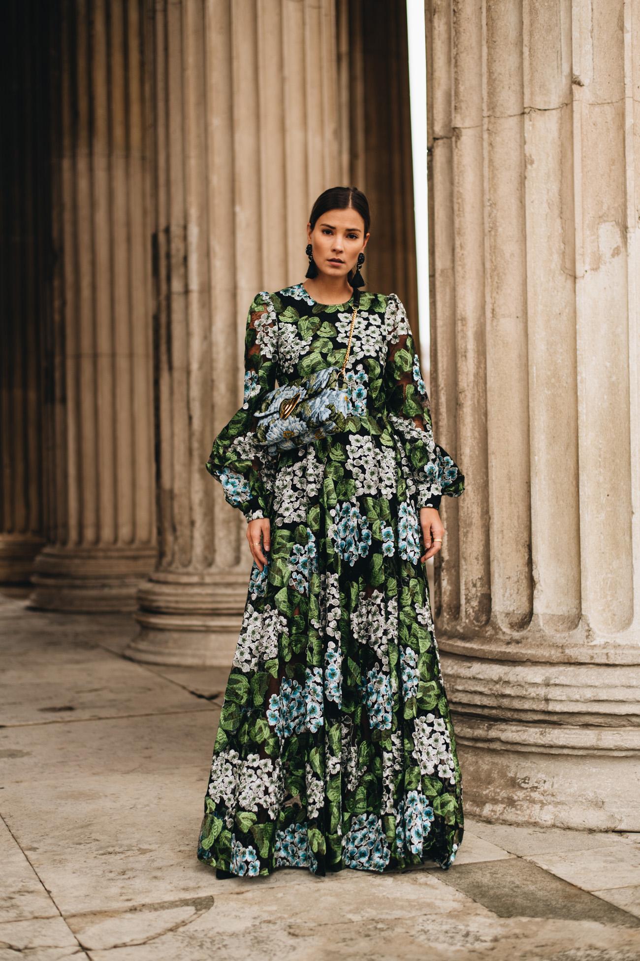 Kleid mit Blousonärmeln