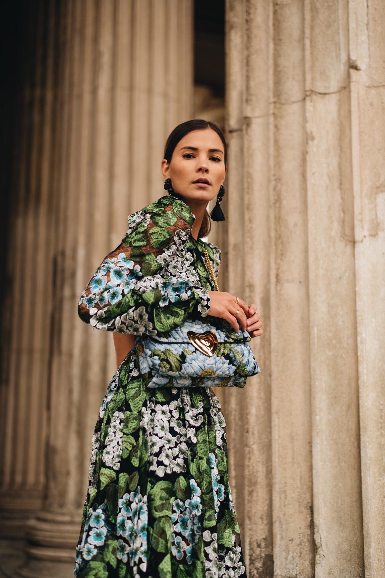 SIlvester Look mit Blumenkleid & Escada Heart Bag  Fashiioncarpet