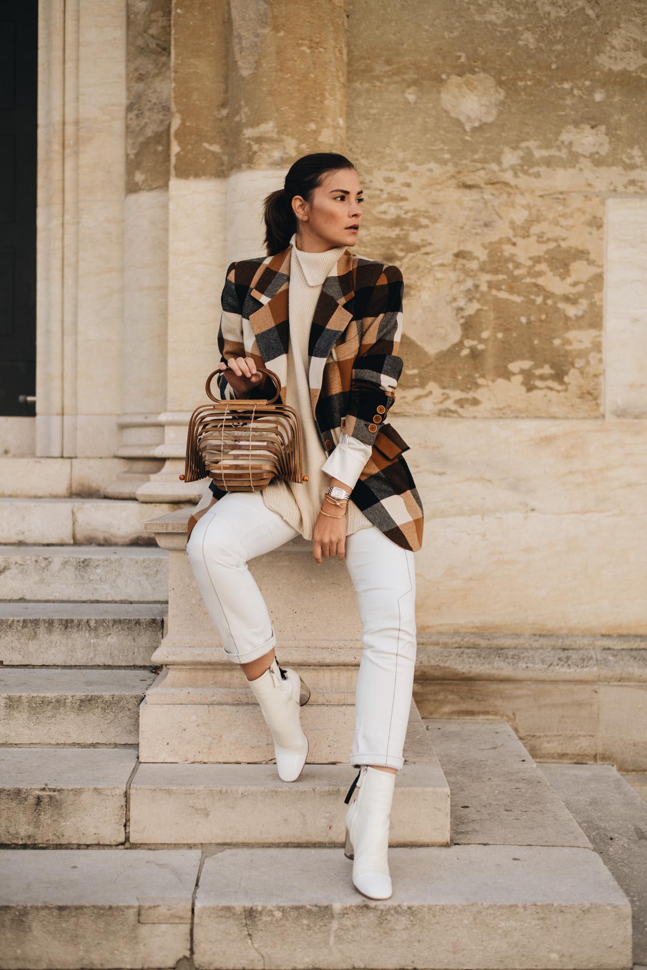 Outfit mit Blazer und weißer Lederhose