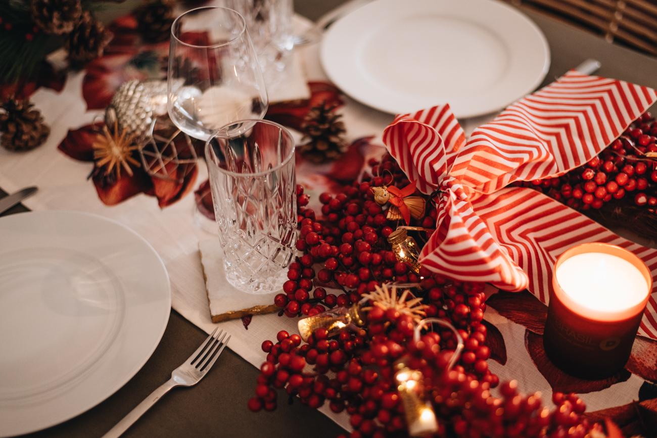 Tischdekoration Silber und Rot