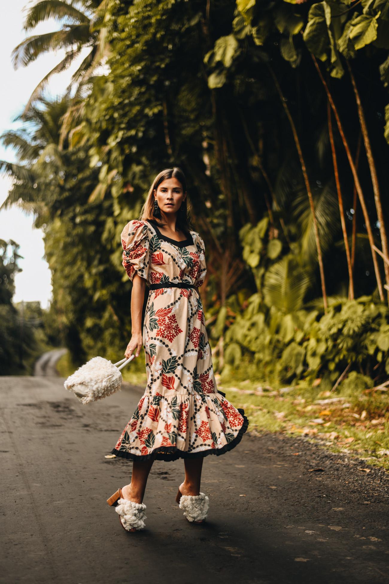 Kleid mit Blumenmuster und Puffärmeln