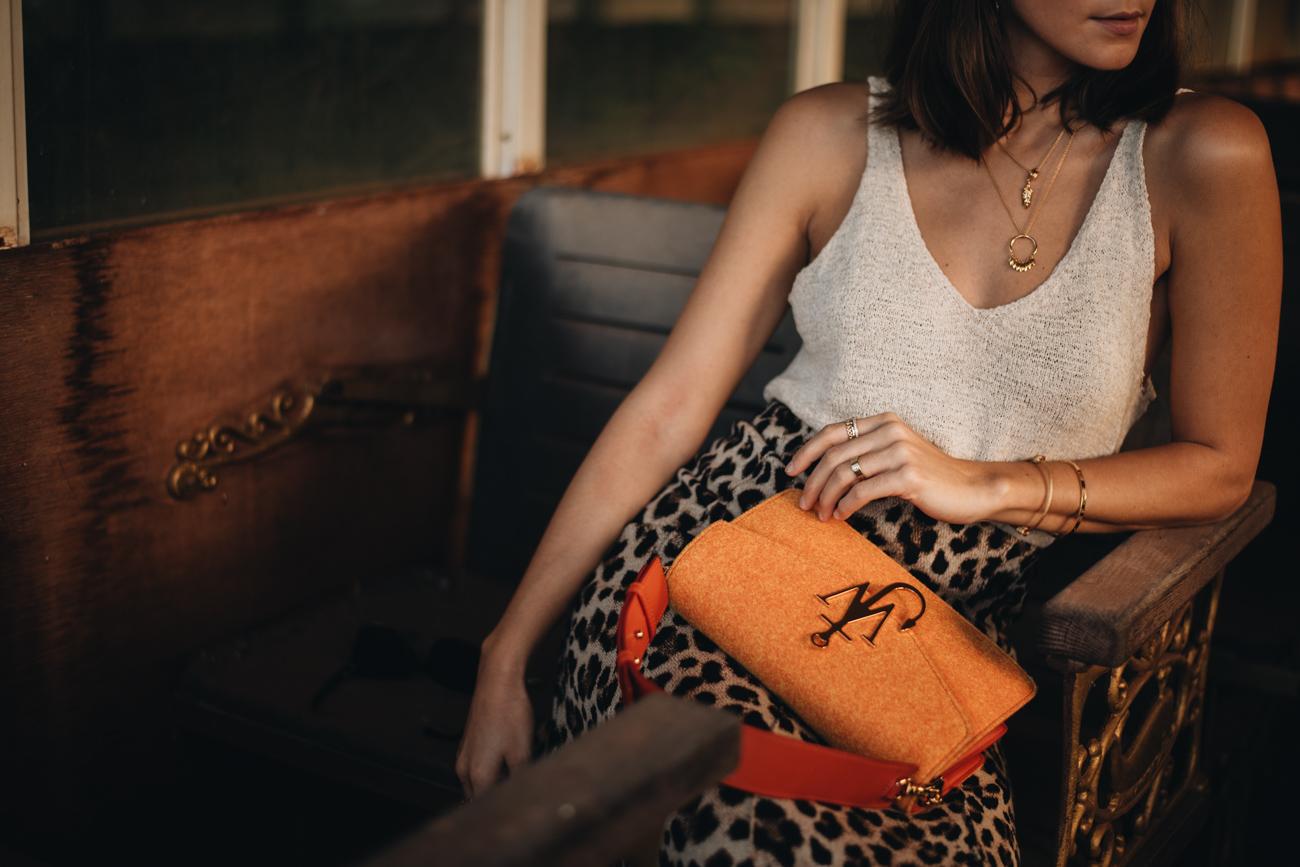 Orangene Handtasche aus Filz J.W. Anderson