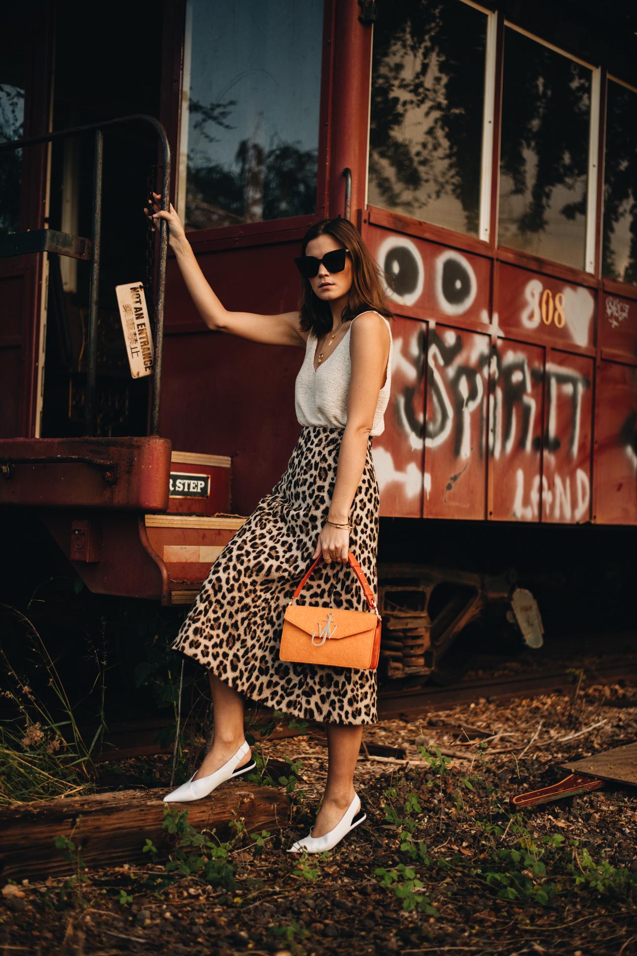 Outfit mit Leoparden Rock und Tank Top
