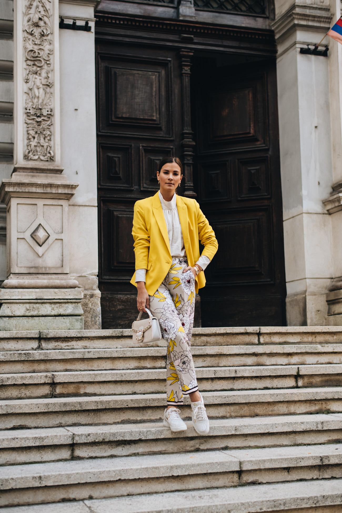 Trendfarbe Gelb kombinieren