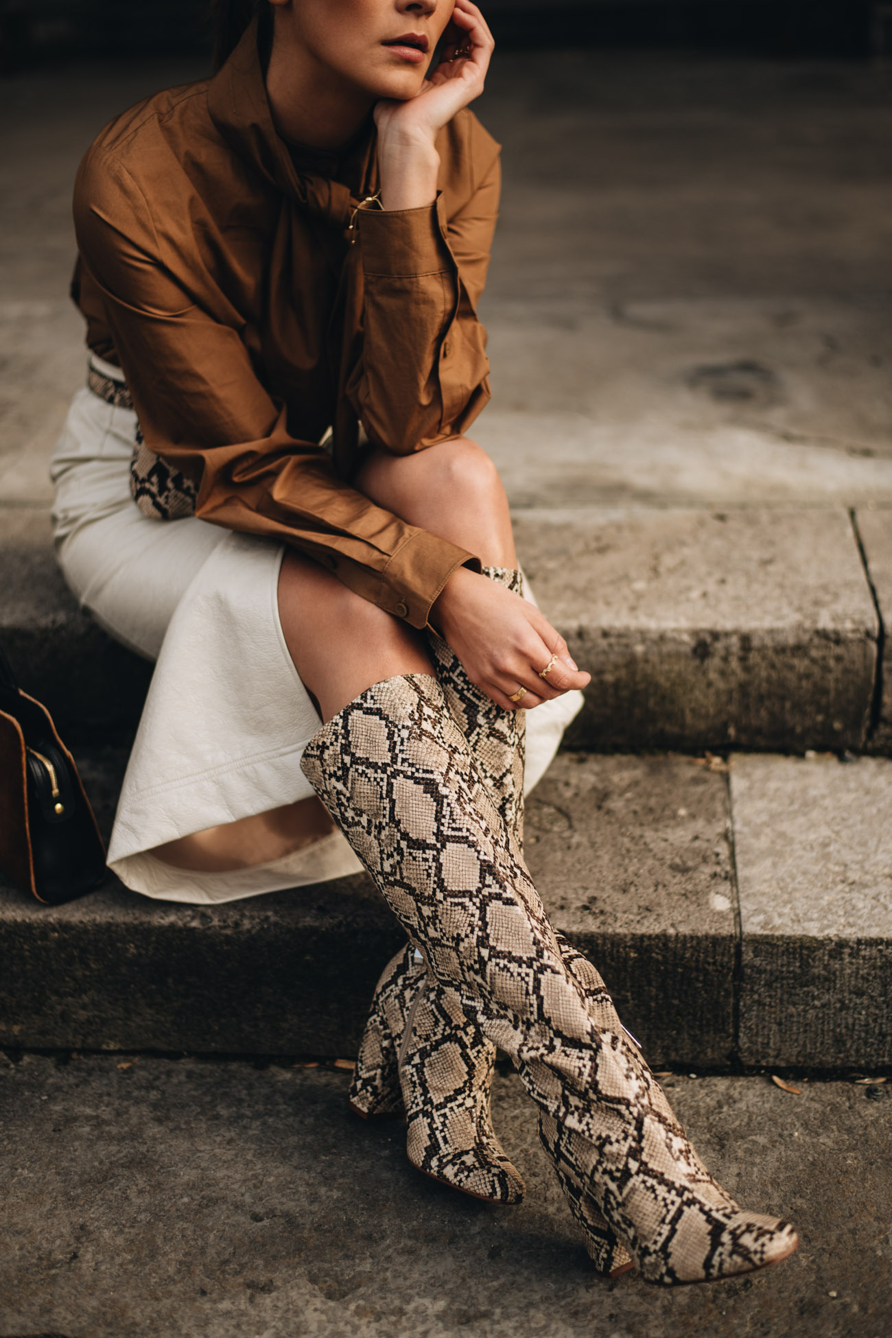 Stiefel mit Schlangen Muster