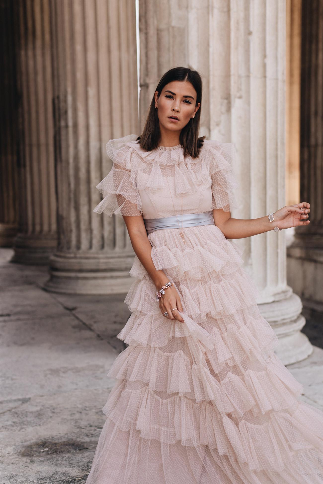 Dresscode für feierliche Anlässe: Kleider für Abiball, Hochzeit & Co.