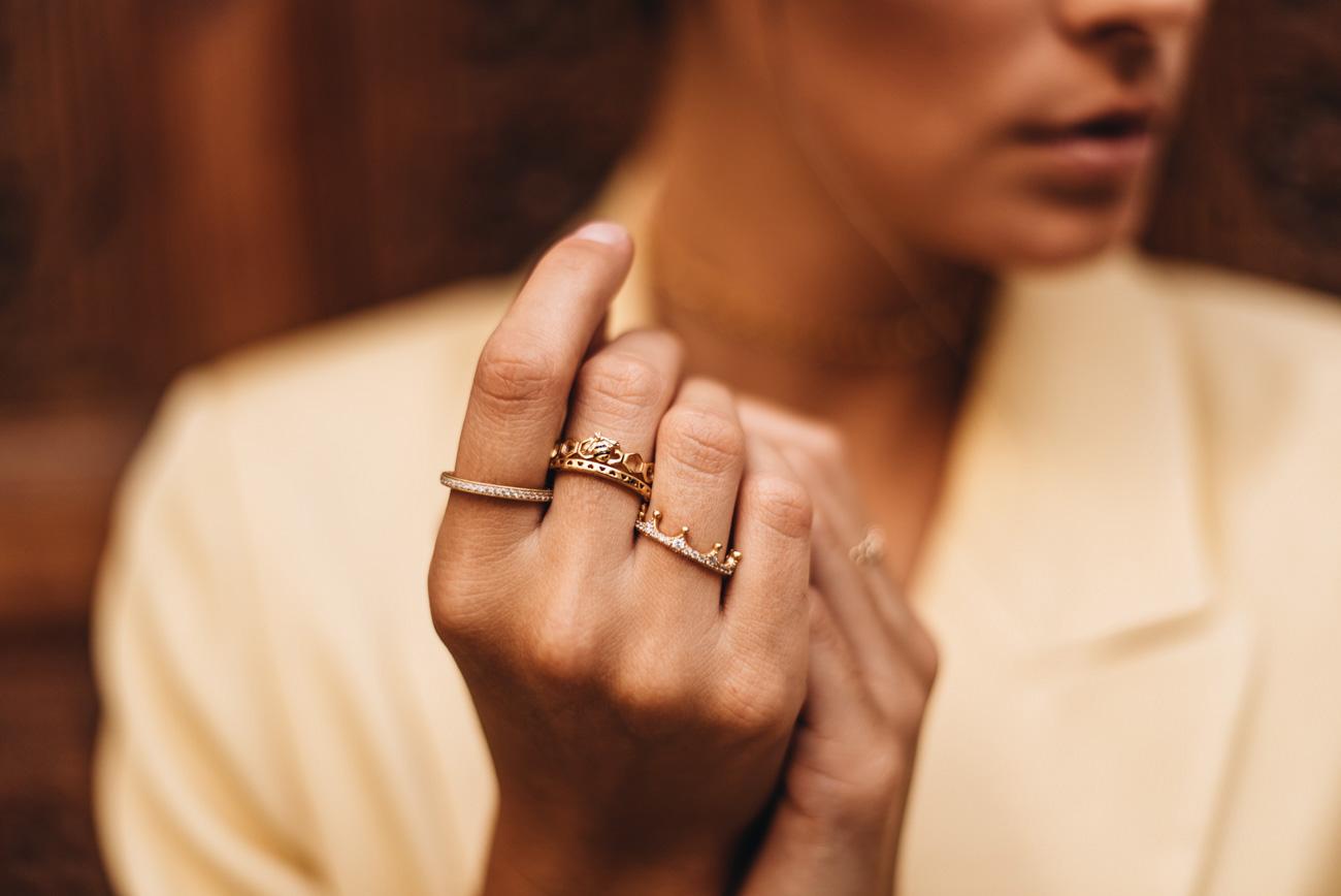 Schmuck Layering mit Ringen