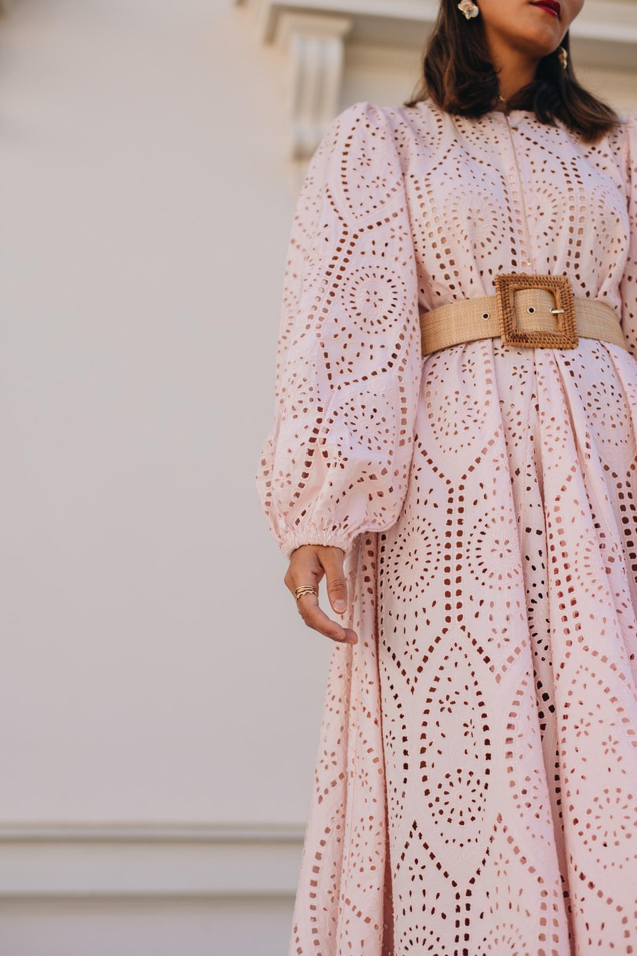 Rosa Kleid aus Lochspitze