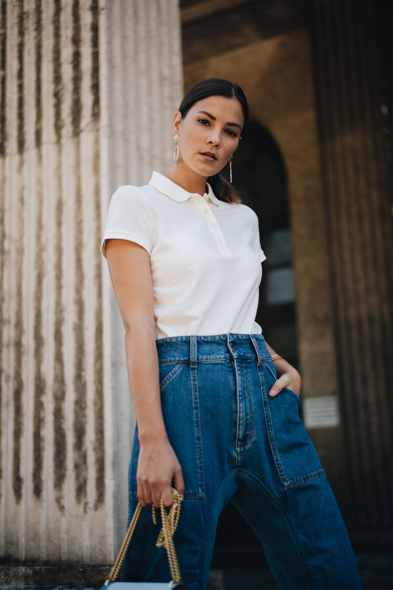 Poloshirt mit Jeanshose kombinieren