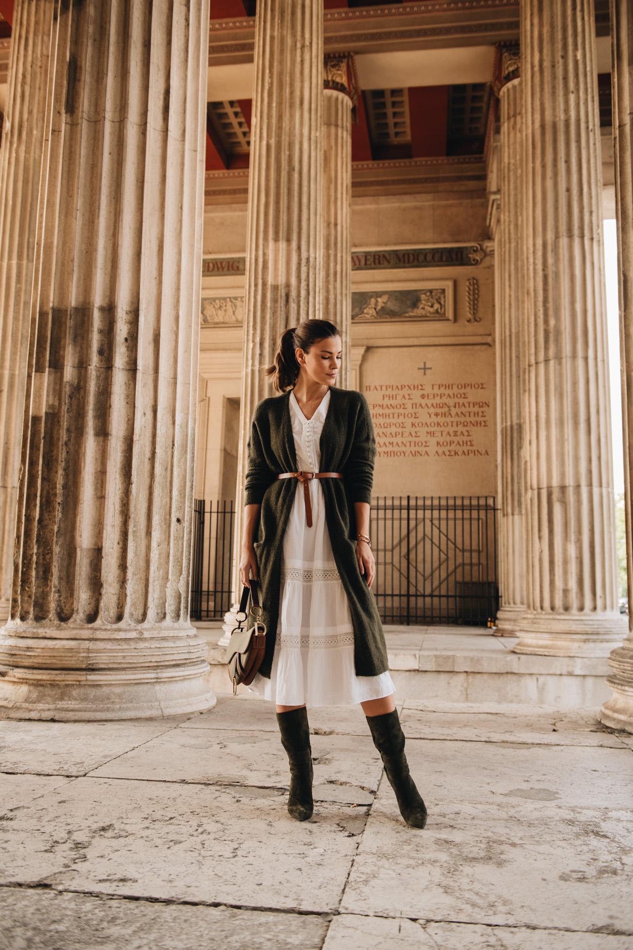 Herbst Outfit mit Kleid und Strickjacke