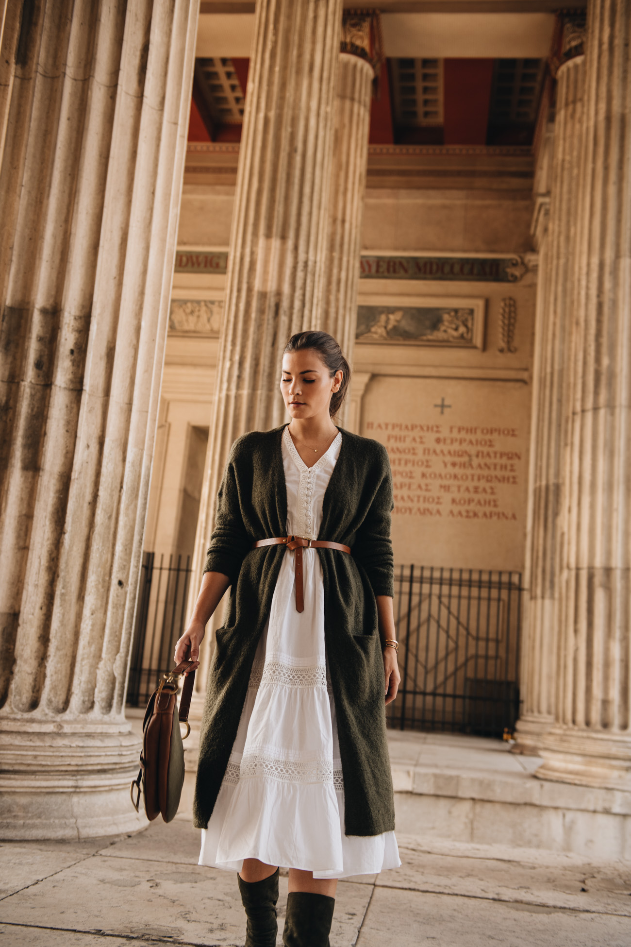 Kleid und Strickjacke Herbst Look