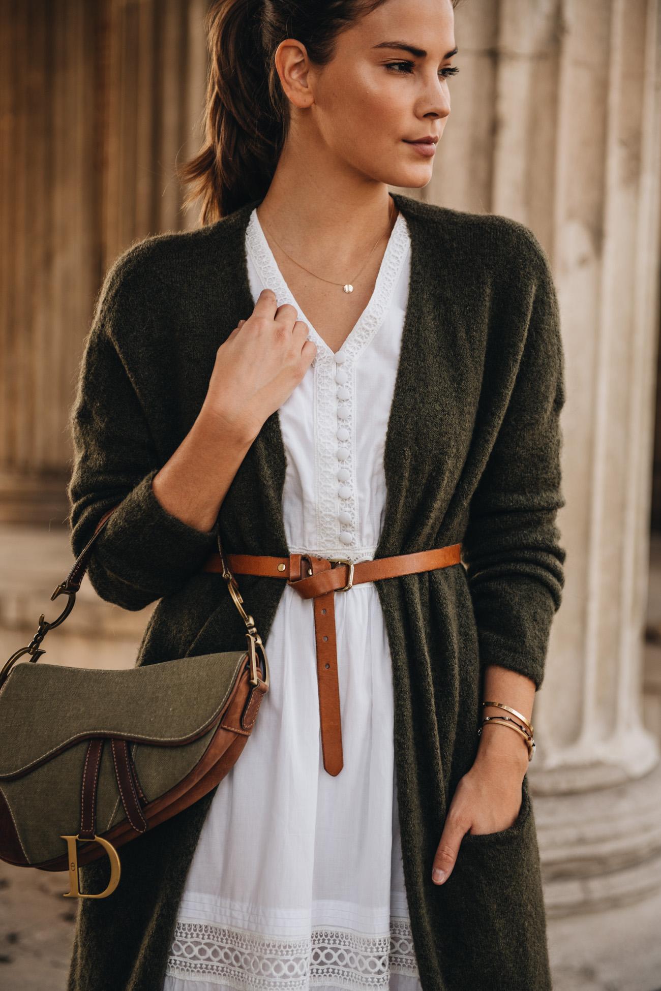 Herbst Outfit Kleid mit Cardigan und Taillengürtel