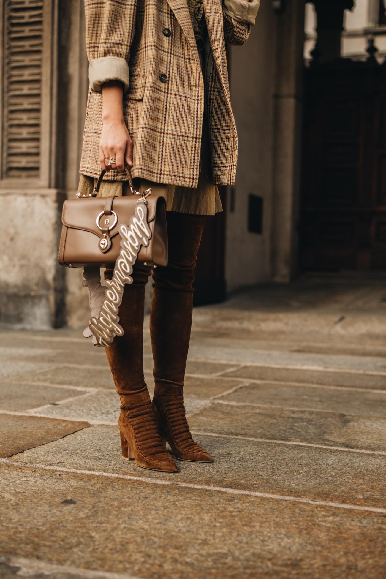 braune wildleder overknee Stiefel