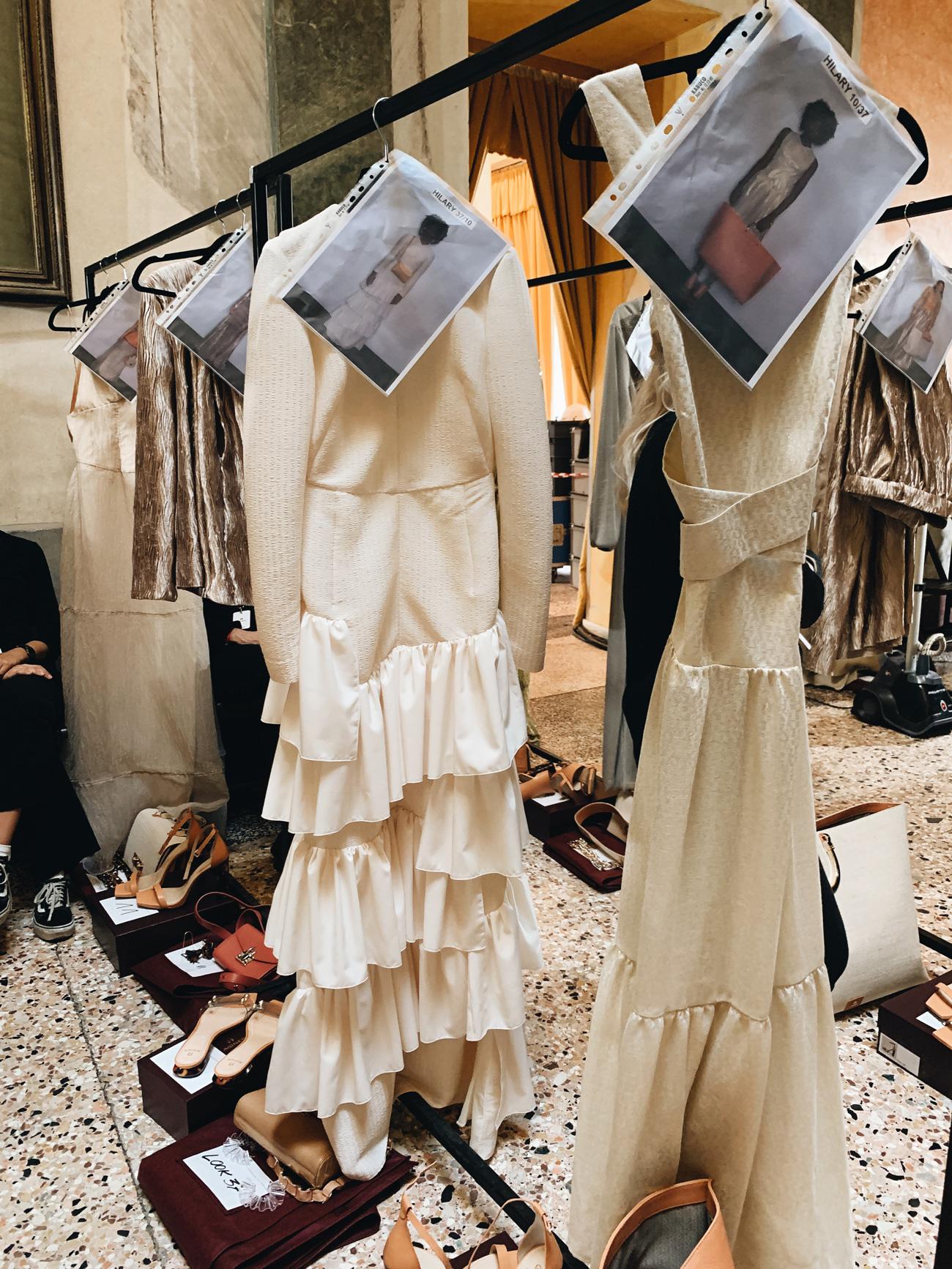 Modernes Hochzeitskleid mit Rüschen