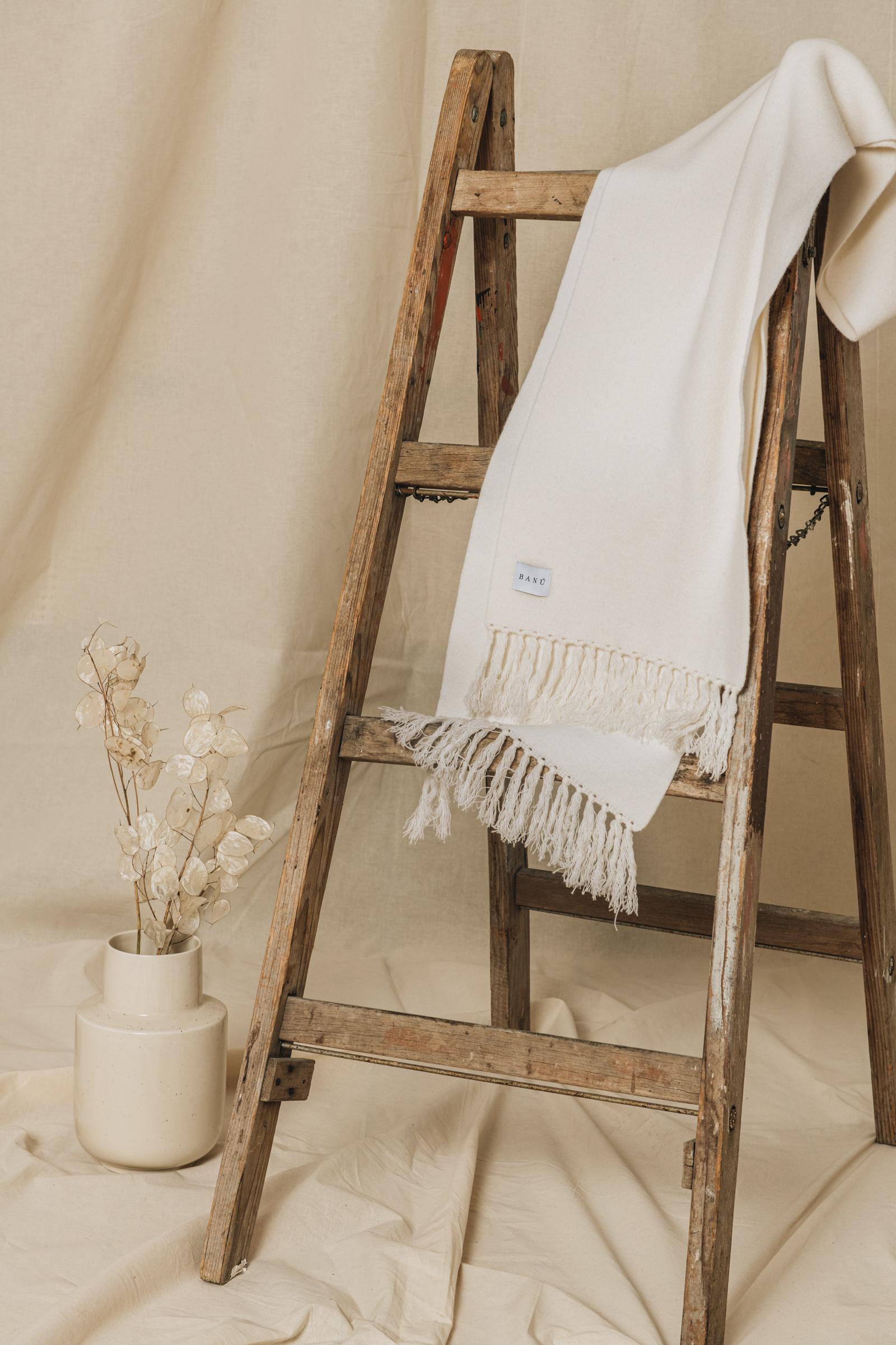 Wollschal mit Fransen Weiß