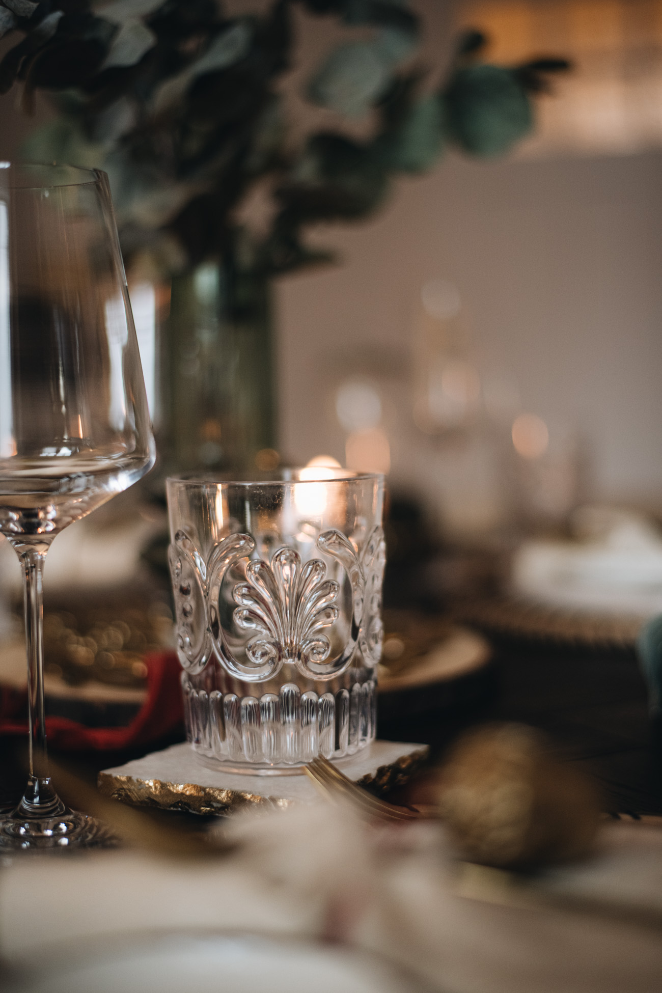 Glas mit Ornamenten