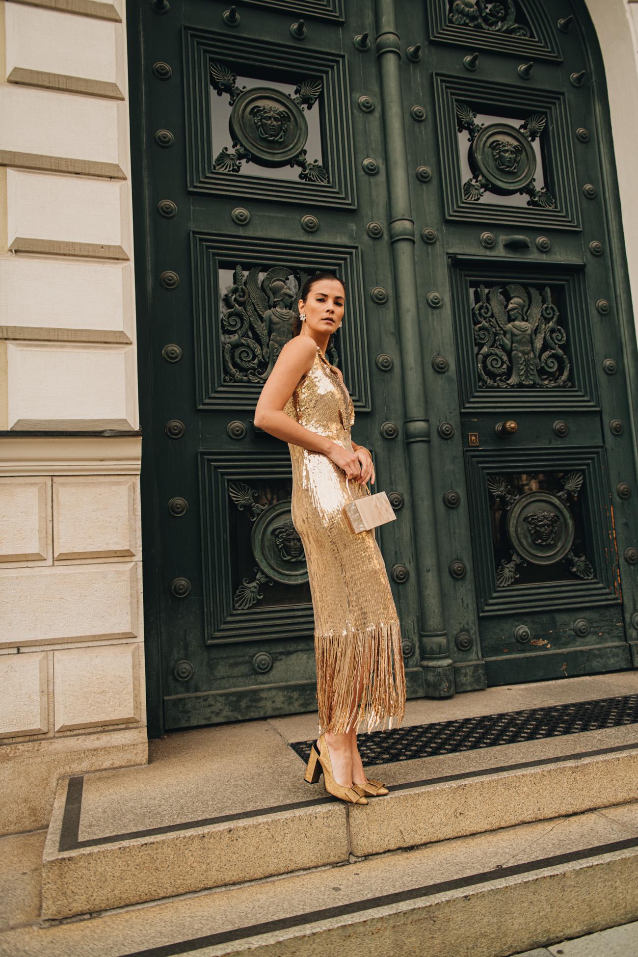 Kleid in Gold mit Fransen