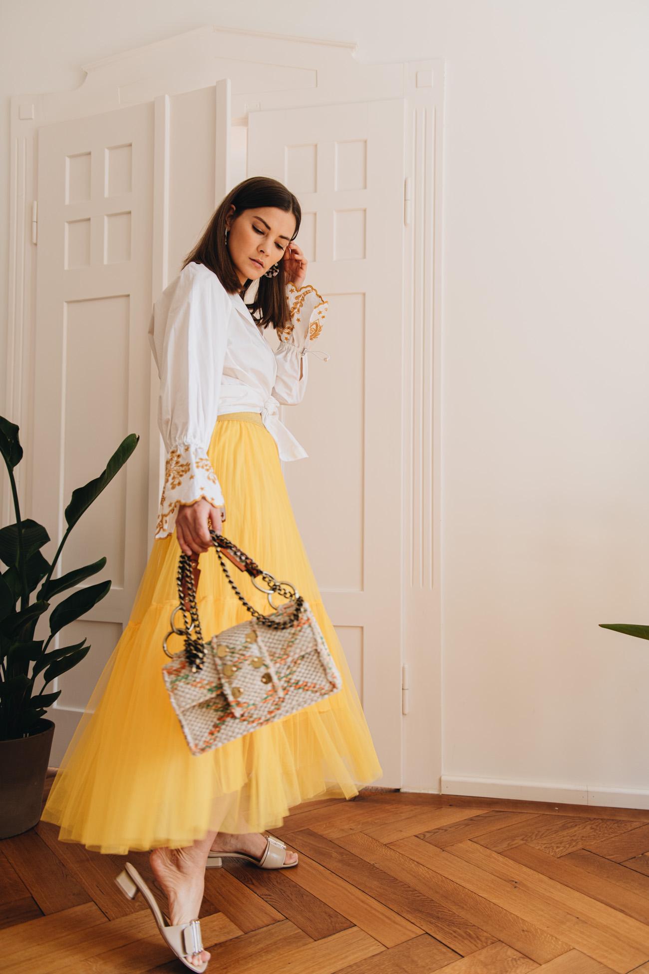 Sommer Outfit mit gelbem Rock