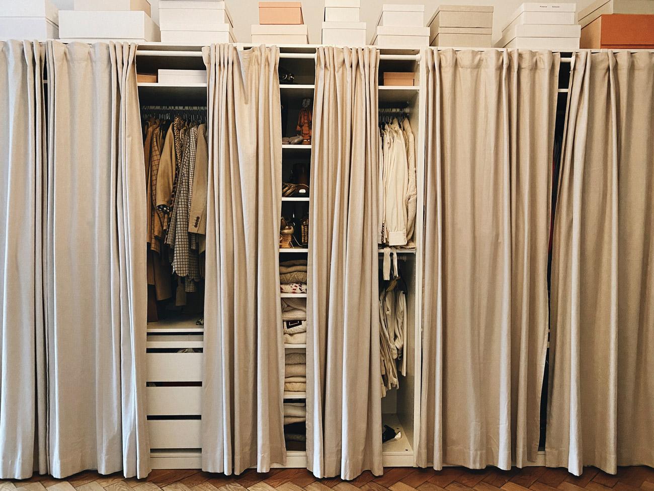 Pax Kleiderschrank mit Vorhängen